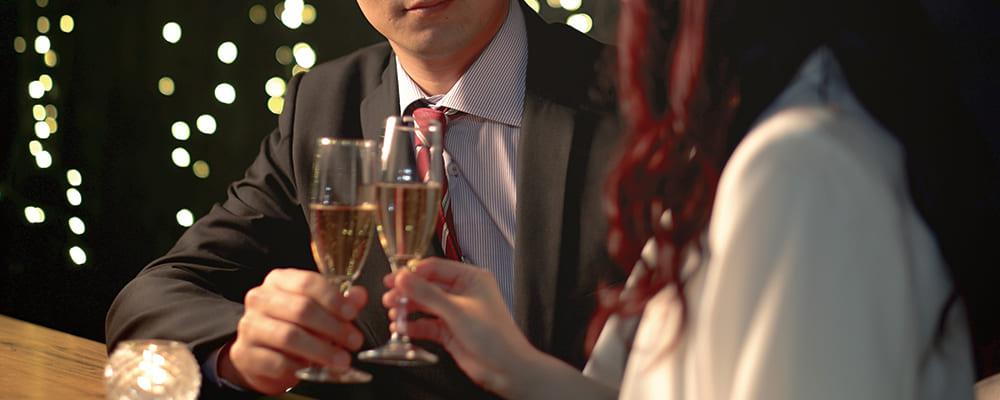 婚活デートを楽しむ50代男性