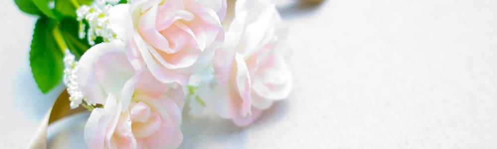 白い薔薇に包まれた贈り物