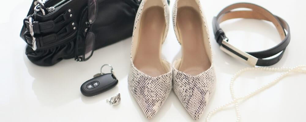 靴やバッグなどのブランド物イメージ
