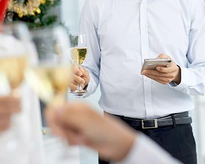婚活パーティーで連絡先交換に成功した男性